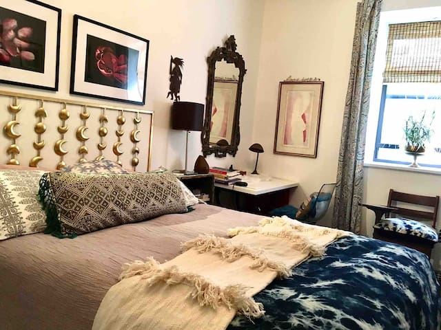 Charming Private Room Near Central Park