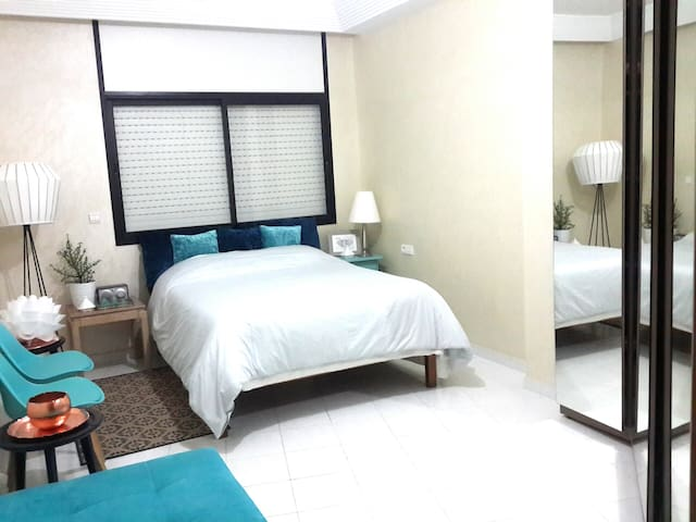 Cosy room in large & sunny appartment, Citycenter - Casablanca - Byt