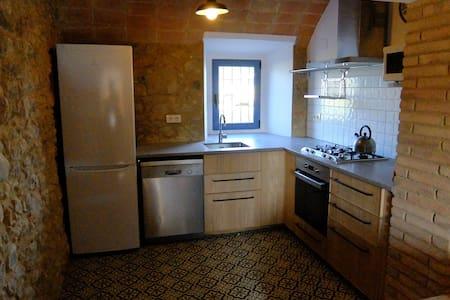 Casa reformada con gran capacidad - Corçà