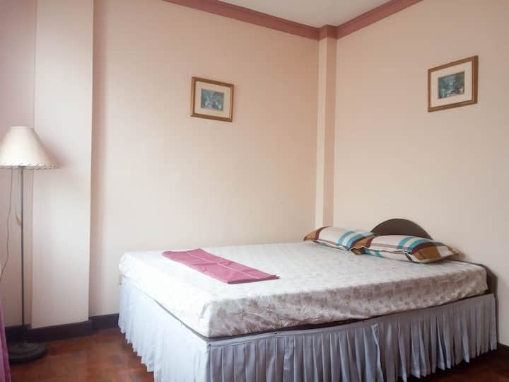 BLT Homestay - Lei Room (Home away from Home)