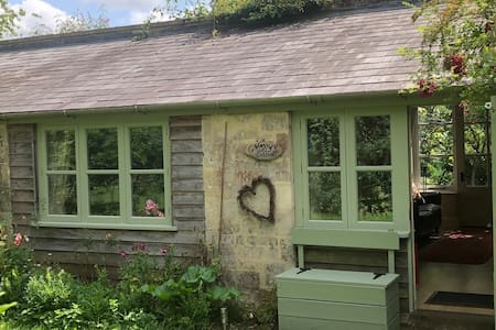 Charming cosy country cottage above Lacock for 2