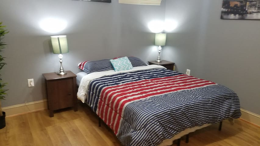 Fun Cozy Studio -- Spring Garden/Museum District - Philadelphia - Condominium