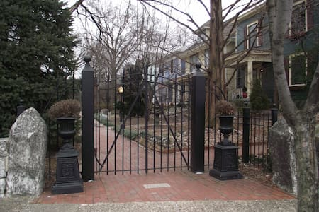 Victorian close to Churchill Downs - Louisville - Bed & Breakfast