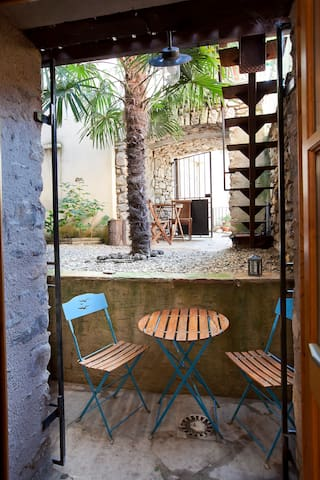 LE JAUR petit appartement  au coeur du village
