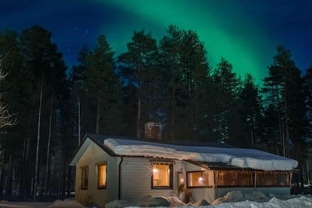 Rustic  Swedish Lapland  Cabin - Vuollerim  - Haus