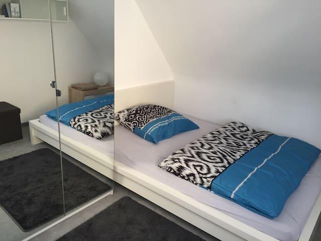 Zimmer: Nähe Messe & Stuttgart City & Wasen