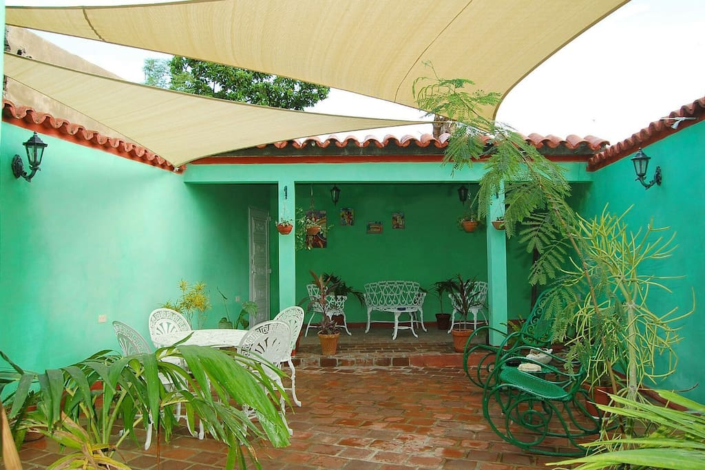 Hostal el pucho1 jardin de trinidad houses for rent in for Hostal el jardin chiclana