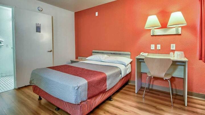 Hotel Room - 1 Bedroom Fresno
