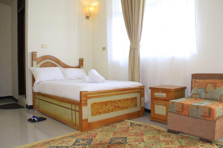Avi Pension, Standard Single Room