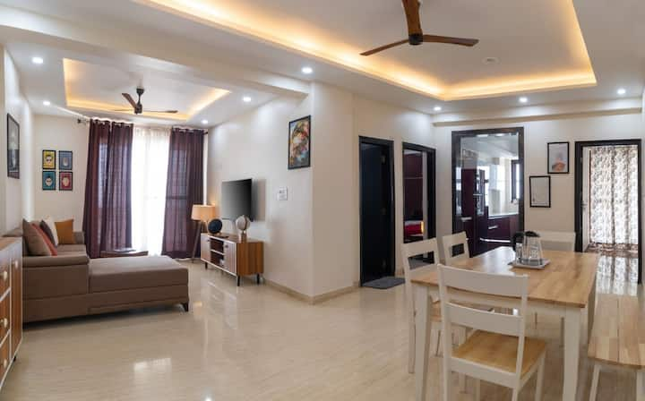 Bright, spacious 2 B/R pvt apartment with balcony!