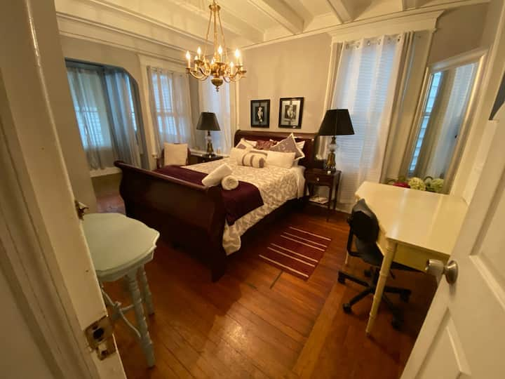 *MARILYN ROOM* PRIVATE ROOM CLOSE TO EWR AND NYC