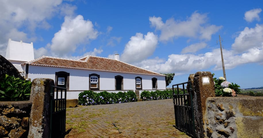 Charming and Typical Azores House - Praia da Vitória - Villa