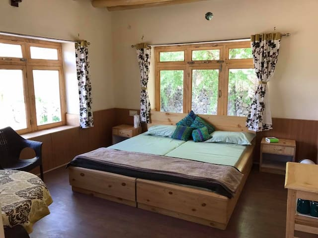 Chalung House: Charming StokView Farmstay in Leh