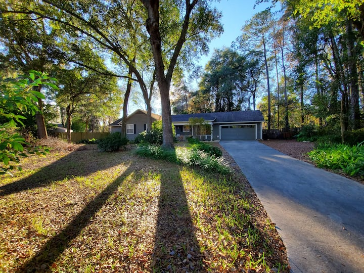 Convenient Gainesville home with lots of space