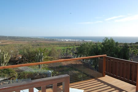 Panoramic views over the ocean, private garden - Tabayesco - Hus