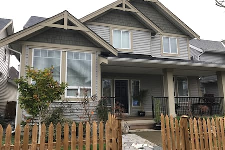 Clean and private 2 bedroom basement suite. - Surrey