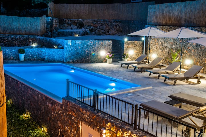 Villa Sara in untouched nature with private pool