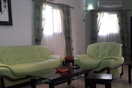 Tati Guest House, Logements Meublés. From $25/Jour