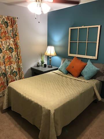 Private room in Dallas home w/pool - 댈러스 - 단독주택