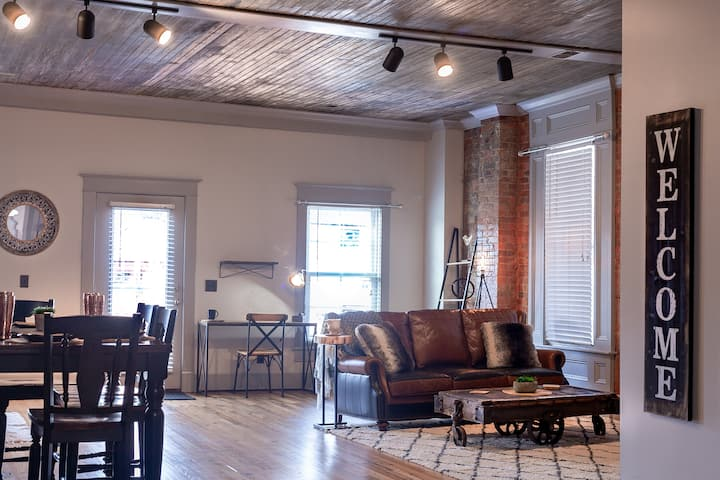 *New* Kentucky Industrial Bourbon Downtown Loft!