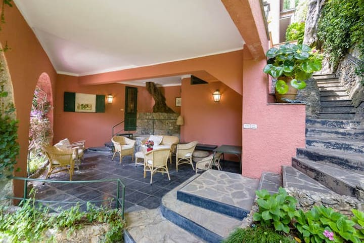 Portofino, small apartment in Villa Ulivo