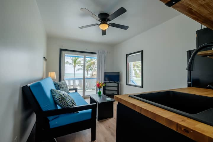 Cozy, Bright, Beachfront, A/C, Kitchen, Lower Corner Unit South