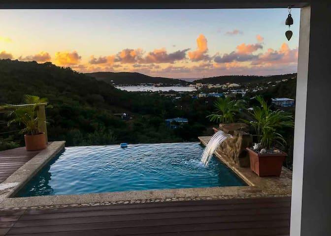 Casa Maya @ Hilltop (infinity plunge pool)