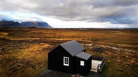 Gíslaholt - Newly built lodge with mountain view