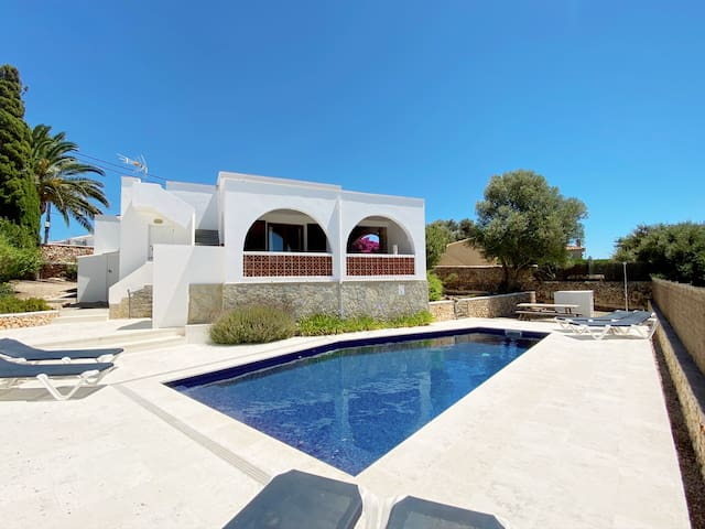 Villa with gated pool, air-con & fans,  free WIFI