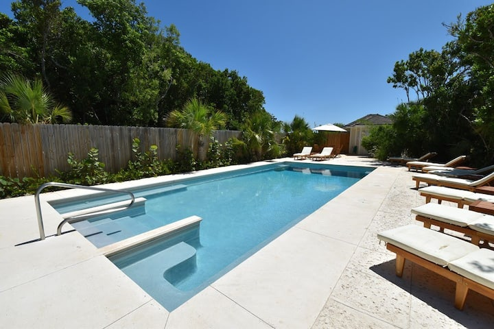 Tropical Holidays at Fresh New Townhome #4