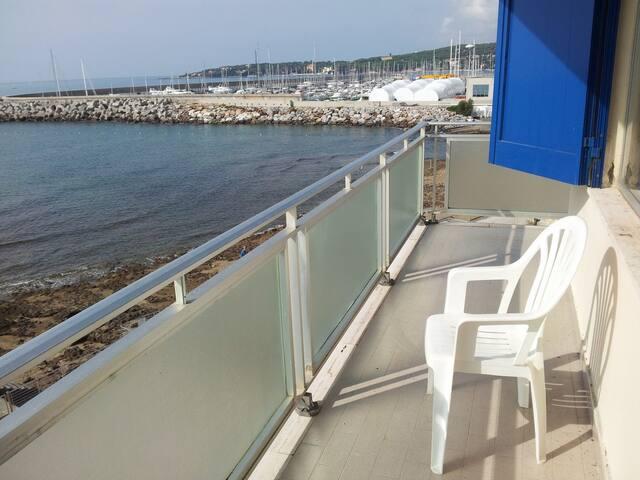 Affacciati direttamente sul mare
