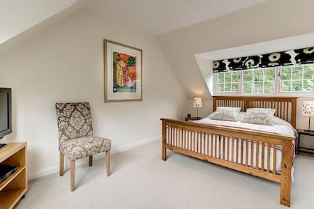 Friendly B&B in rural hideaway near Heathrow - Stoke Poges - 獨棟
