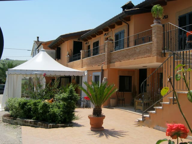 Appartamento in agriturismo b&b - Fermo - Bed & Breakfast