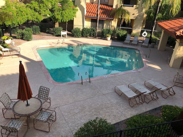 Gated, quiet condo, close to Old Town Scottsdale