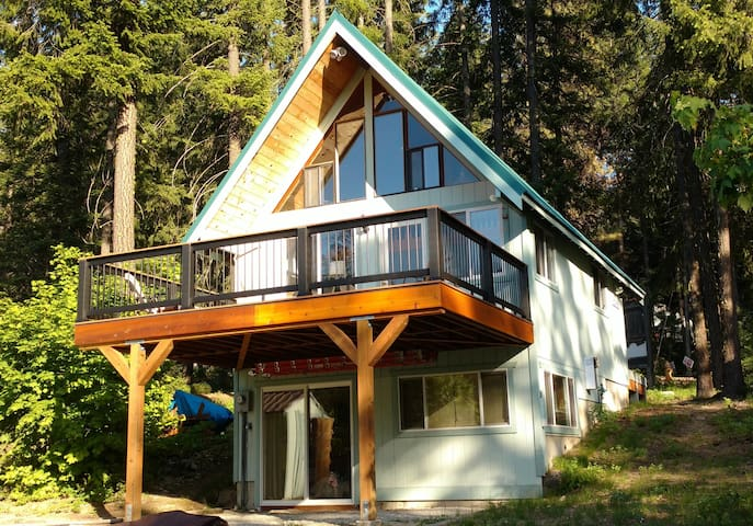 Cozy Fish Lake Chalet