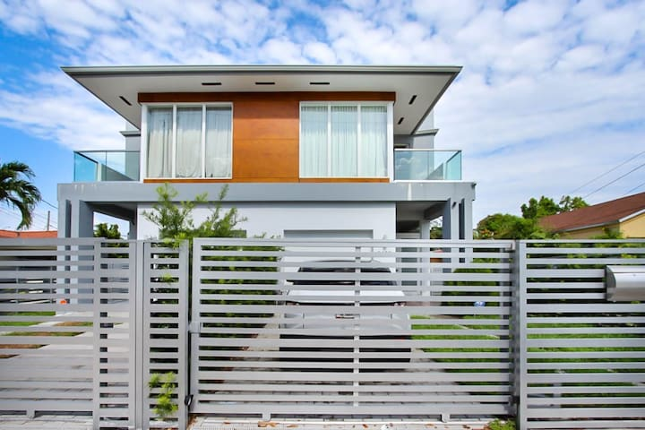 Central Miami Oasis Private House