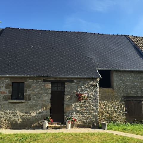 Enchanting quality rural retreat, double room B&B - Saint-Patrice-du-Désert - Rumah