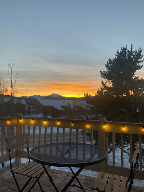 Enjoy Sunsets & Fireplace at Cozy 2BR Fraser Condo