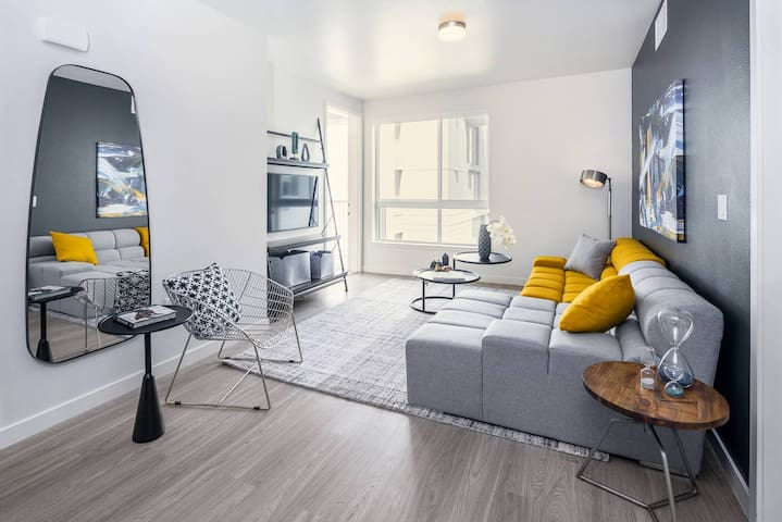 Stunning 2bdrs condo in heart of Los Angeles