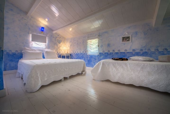 Charming Bedroom REVERIE with breakfast Roussillon