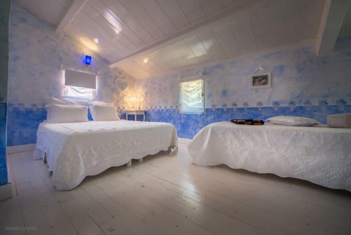 Chambre de charme reveries avec petit dejeuner maisons for Chambre de charme provence