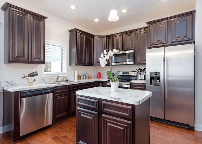 New Townhome Minutes To Anywhere In Harrisonburg