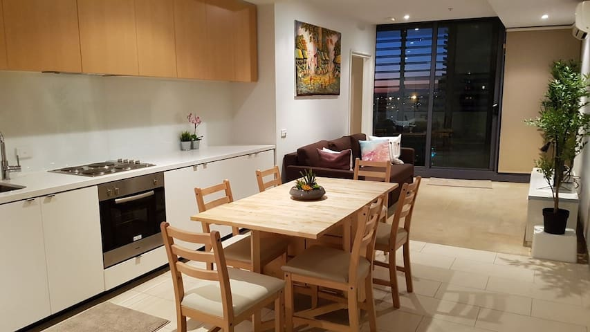 2BEDS Melbourne Central|Crown Casino|Colin|S Cross