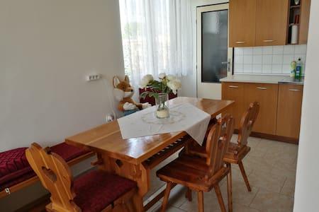 Samostatný apartmán 2+1 v patře rodinného domu