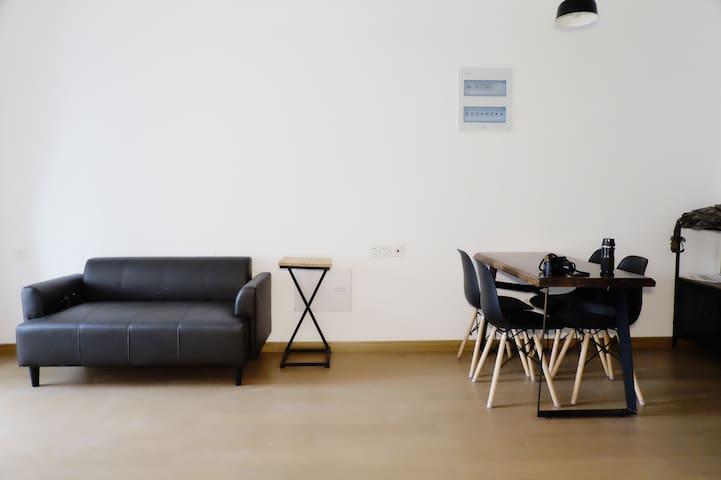 位置好小区对面就是太仓万达 ,90平新房精装修,中央空调豪华厨卫