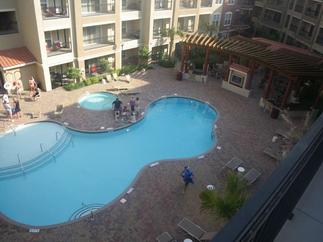 2BR/2Ba  poolside Condo next to Stadium