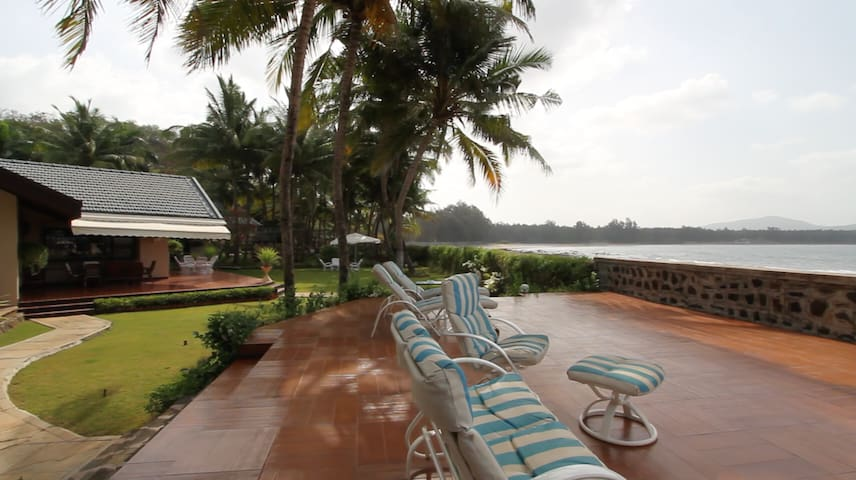 Lush Monsoon Beach Front Paradise with Game Room!