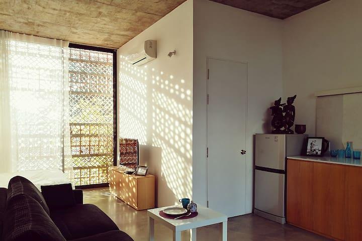 Designer Homestay 3 Studios: Bright, Airy & Green! - Bình Thạnh - Hus