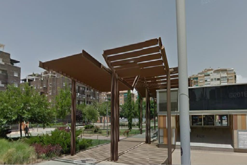 Plaza de la Hípica, parking publico en la misma puerta del domicilio.