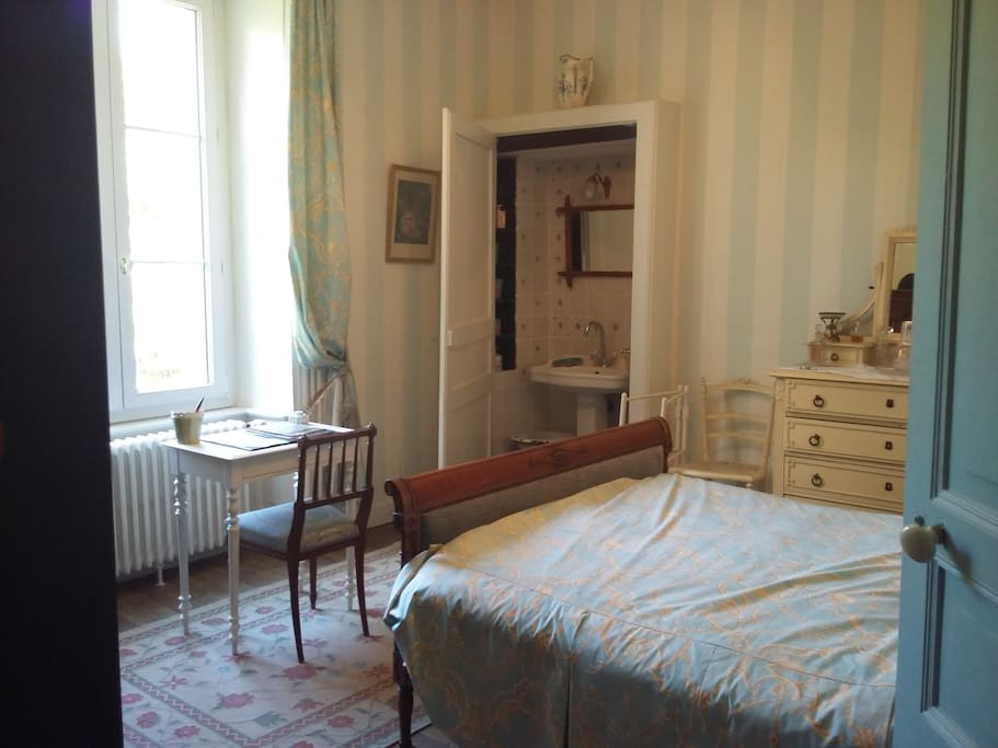 Chambre/Bedroom 1 : lit double / double bed